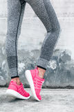 Frau im Sport Kleidung und Schuhe Lizenzfreies Stockfoto