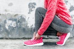 Frau im Sport Kleidung und Schuhe Stockfotografie