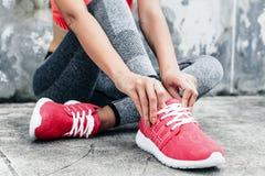 Frau im Sport Kleidung und Schuhe Stockbilder