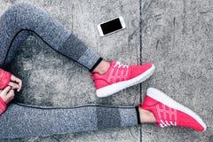 Frau im Sport Kleidung und Schuhe Lizenzfreie Stockfotos