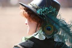 Frau im stilvollen Hut lizenzfreie stockbilder