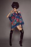 Frau im traditionellen russischen Kleid Lizenzfreies Stockfoto