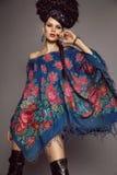 Frau im traditionellen russischen Kleid Lizenzfreies Stockbild