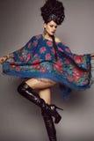Frau im traditionellen russischen Kleid Stockfoto
