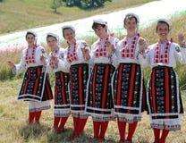 Frau im traditionellen Volkskostüm Lizenzfreie Stockfotos