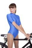 Frau im Trikotanzug auf Fahrrad Stockfoto