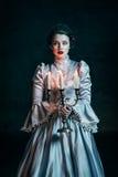 Frau im viktorianischen Kleid stockbilder