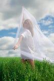 Frau im Weiß Stockfotos