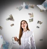 Frau im Weiß und im Euro Stockfotografie