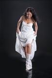 Frau im weißen Kleid Lizenzfreies Stockfoto