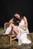 Frau im weißen Kleid Lizenzfreie Stockfotografie