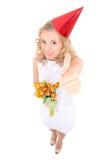 Frau im weißen Kleid und in der Geburtstagskappe Lizenzfreie Stockbilder