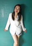 Frau im weißen Hemd Lizenzfreies Stockbild