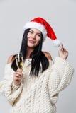 Frau im Weihnachten mit Champagner Stockfoto
