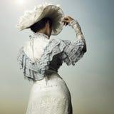 Frau im Weinlesekleid Lizenzfreies Stockfoto