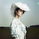Frau im Weinlesekleid Stockbilder
