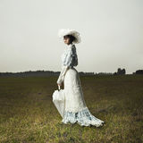 Frau im Weinlesekleid Lizenzfreie Stockfotos