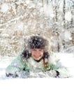 Frau im Winter stockbild
