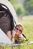Frau im Zelt Stockbilder