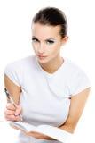 Frau-Kursteilnehmer schreibt in Übung Stockfotos