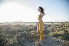 Frau lebt in der Harmonie und im Respekt mit Natur Stockfoto