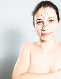Frau markiert für Schönheitsoperation Stockfotos