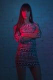 Frau in Mischstudioblitz lizenzfreie stockfotografie