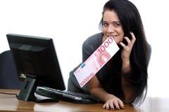 Frau mit 1 Euro 000 Lizenzfreie Stockfotografie