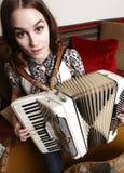 Frau mit accordian Lizenzfreie Stockbilder