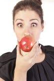 Frau mit Apfel Stockfoto