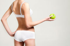 Frau mit Apfel Stockbild