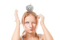 Frau mit Apfel auf ihrem Kopf Stockfoto
