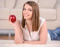 Frau mit Apple lizenzfreie stockfotos