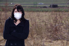 Frau mit Atemschutz Lizenzfreies Stockfoto