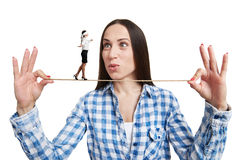 Frau mit Augenbinde auf dem Seil lizenzfreies stockbild