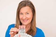 Frau mit australischem und amerikanischem Dollar Stockbilder