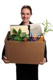Frau mit Bürozubehören im Kasten lizenzfreie stockbilder