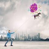 Frau mit Ballonen Stockfotografie