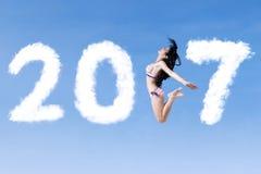 Frau mit Bikini und Nr. 2017 Stockfotografie