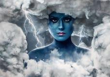 Frau mit blauer Haut in einem Bogen von weißen Wolken Lizenzfreies Stockbild