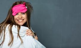 Frau mit blinfold für gesunden Schlaf Lizenzfreie Stockbilder