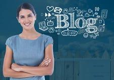 Frau mit Blogtext mit Zeichnungsgraphiken Stockbild