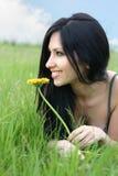 Frau mit Blume lizenzfreie stockbilder