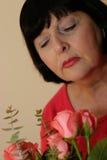 Frau mit Blumen Lizenzfreie Stockfotografie