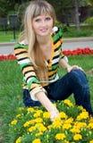 Frau mit Blumen Lizenzfreie Stockbilder