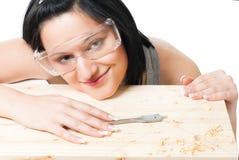 Frau mit Bohrgerät für Holz stockfotos