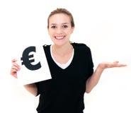 Frau mit Bretteurokennzeichen Stockbild