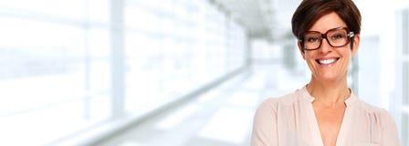 Frau mit Brillen lizenzfreies stockbild