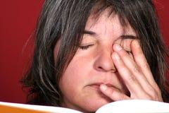 Frau mit Buch Stockfotos