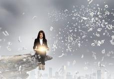 Frau mit Buch Lizenzfreie Stockfotografie
